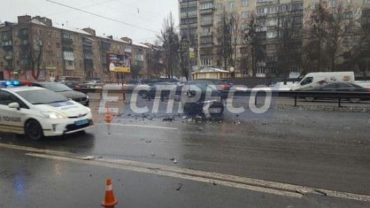 ВКиеве из-за дорожно-траспортного происшествия «парализован» проспект Победы